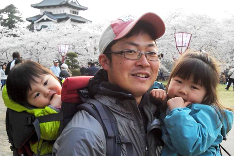 弘前に移住し、作った野菜や地域で作られた物を子どもに食べさせながら育てられる